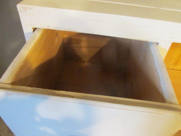 Oude brocante spekkast in Linnen