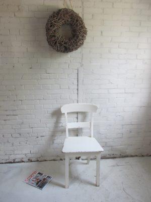 Oude teak houten stoel voor aan je tafel, crème