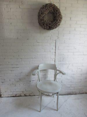 Houten stoel met armleuning, naar model Thonet 233, Kiezel