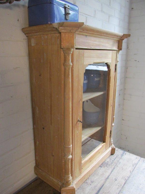 Kleine antieke grenen vitrine kastje