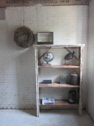 Oud houten rek voor je servies, boeken of schoenen