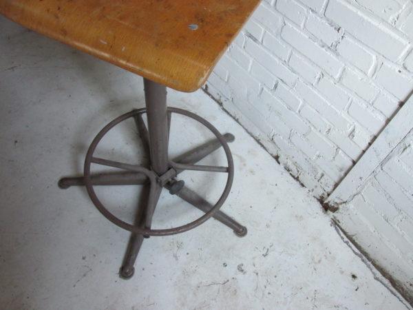 Oude tekenstoel van Ahrend?