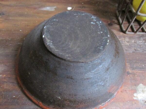 Oude kleine aardewerken schaal