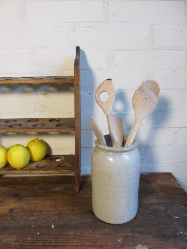 Oude grijze gres pot 19.5 cm hoog