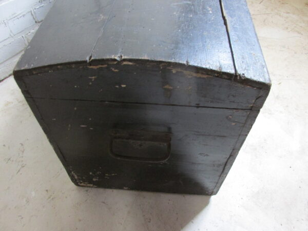Oude zwarte kleine hutkoffer
