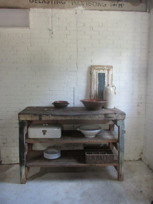 Oude houten werkbank