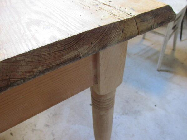 Oude grenen kleine werk of eet tafel