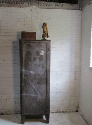 Oude stalen locker kast