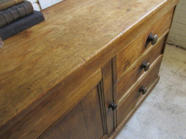 Antieke Engelse kast of dressoir of voor je badkamer