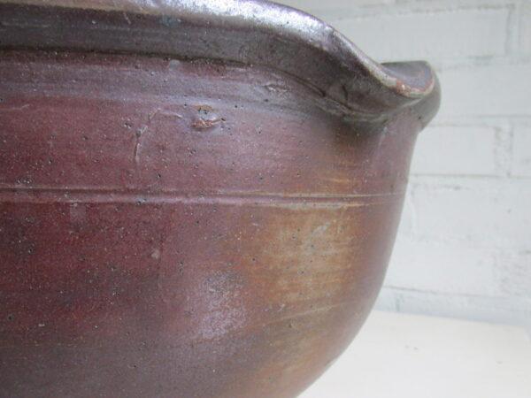 Grote oude afroomschaal van aardewerk