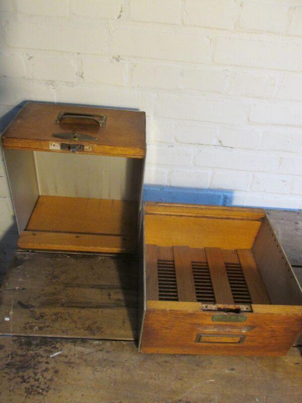 Oud archiefkastje voor op het bureau, nr 1