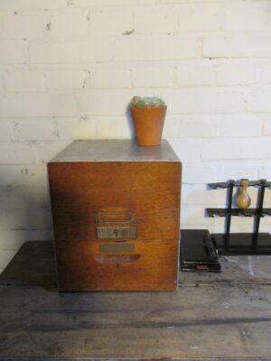 Oud archiefkastje voor op het bureau nr 2