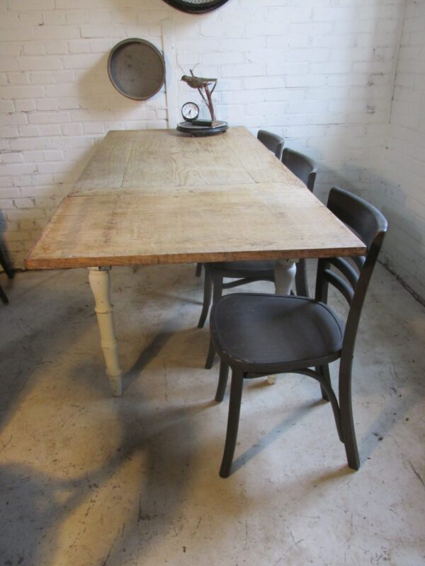 Landelijke antieke eiken tafel, verlengbaar