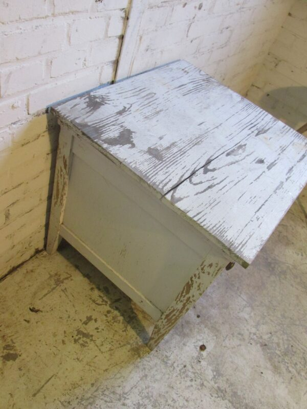 Brocant wit oud kastje met klep en deur