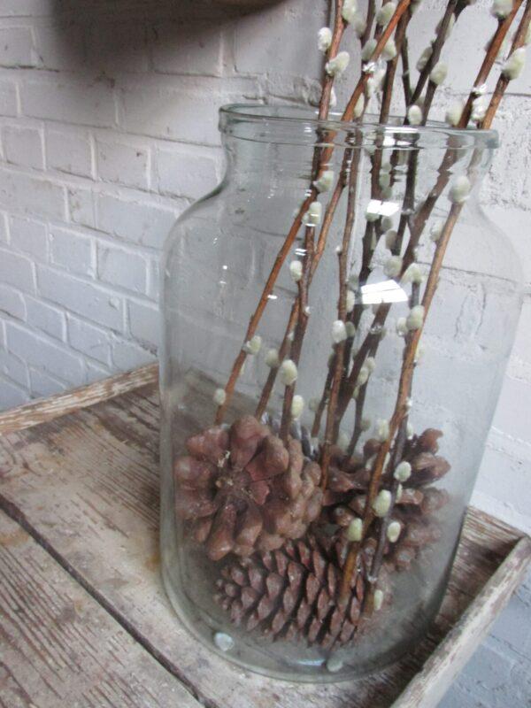 Oude grote vaas van doorzichtig glas