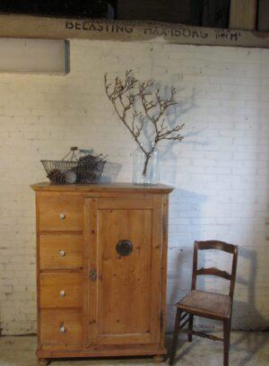 Antieke grenen spekkast met 4 lades