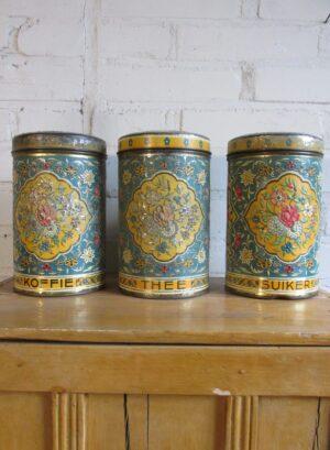 Oude bussen set koffie thee en suiker gestanst