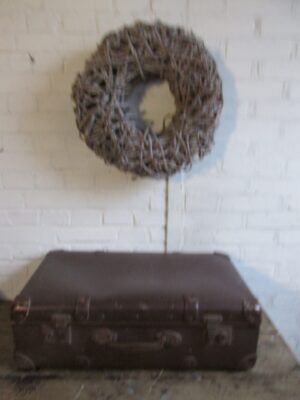 Oude koffer in donkerbruin 65 x 40 cm