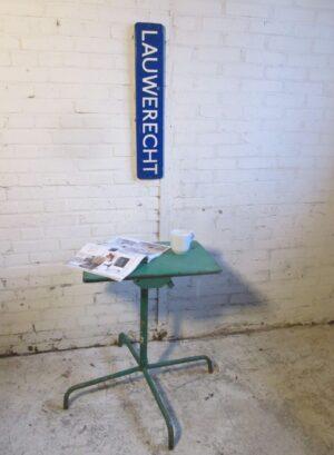 Industrieel oud groen ijzeren tafeltje, inklapbaar