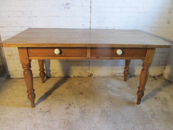 Antieke grenen tafel om aan te werken of te eten