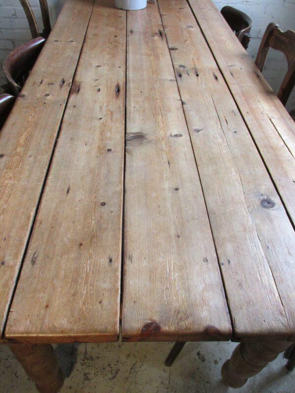Oud grenen tafel met lade
