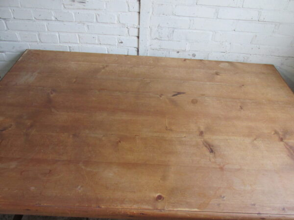 Vintage grenen strakke eet of werk tafel