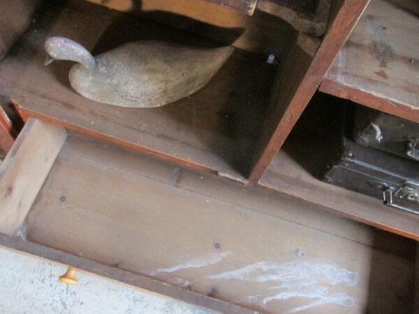 Grote antieke open Biedermeier kast