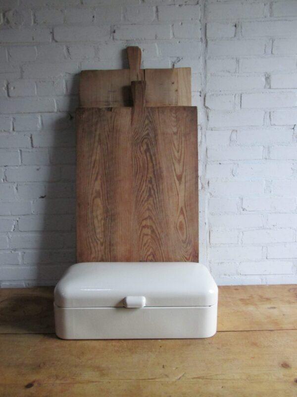 Emaille crème broodtrommel een oudje.