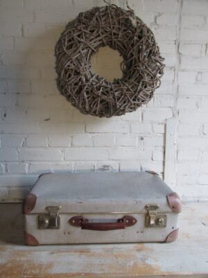 Oude koffer in grijs tweed 56 cm x 34 cm