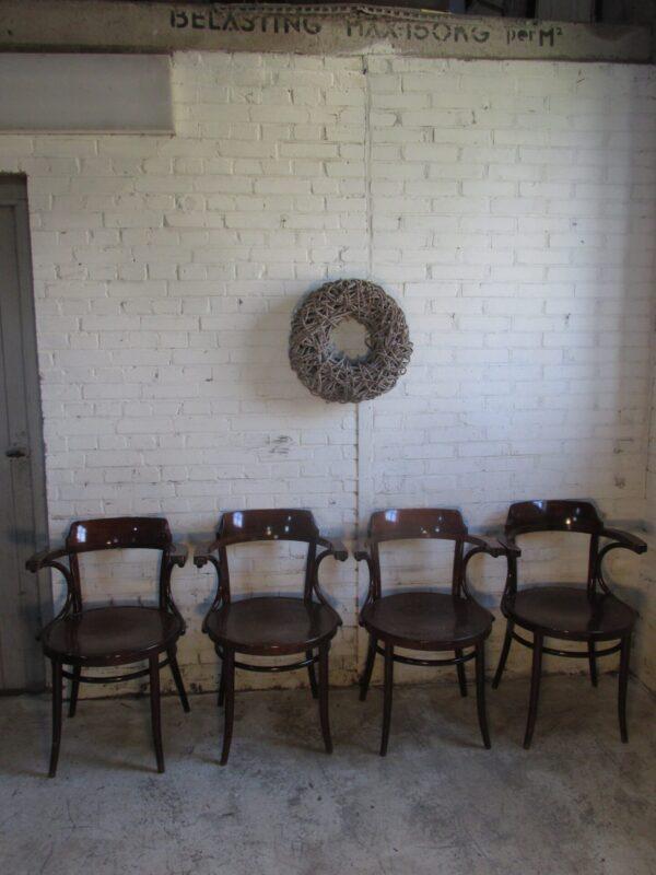 Oude houten café stoel met armleuning, als Thonet 233 model