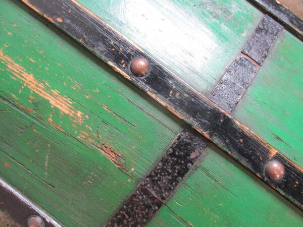 Antieke groene houten hutkoffer
