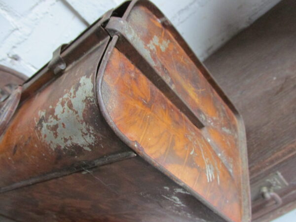 Van Melle blikken lunch trommel (koffertje) in het bruin