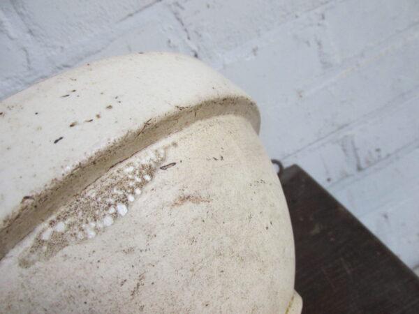 Oude gres beslagkom of schaal, beige