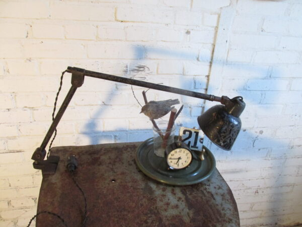 Industriële oude lamp met tafelklem