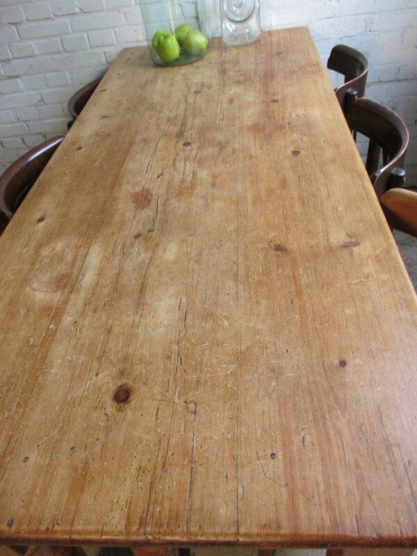 Oud grenen smalle tafel