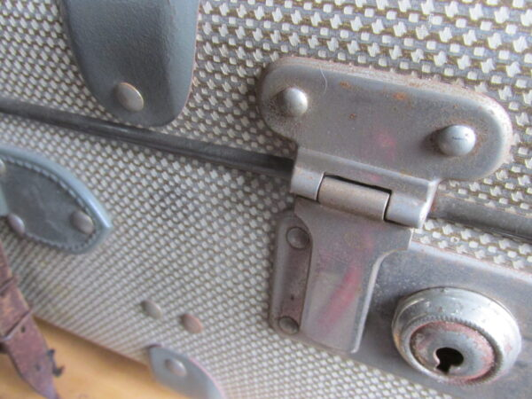 Oude koffer, grijs tweed 60 x37cm