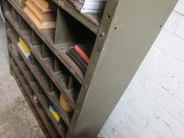 Stalen oude vakkenkast, donker groen nr 2