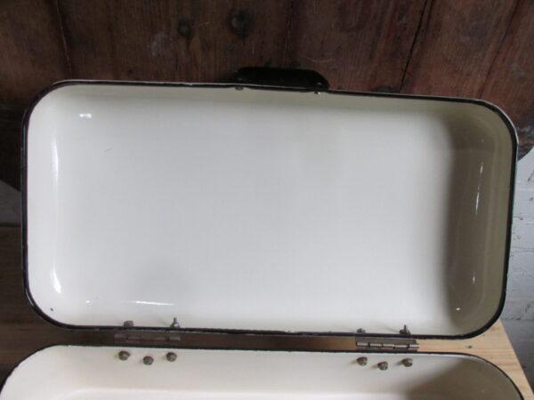 Oude emaille broodtrommel, crème zwart