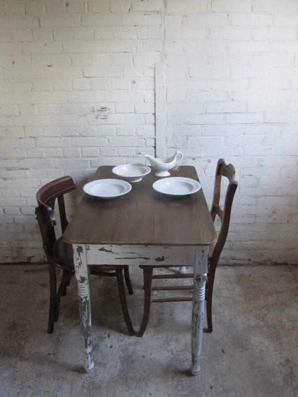 Kleine eet of werktafel, een oudje