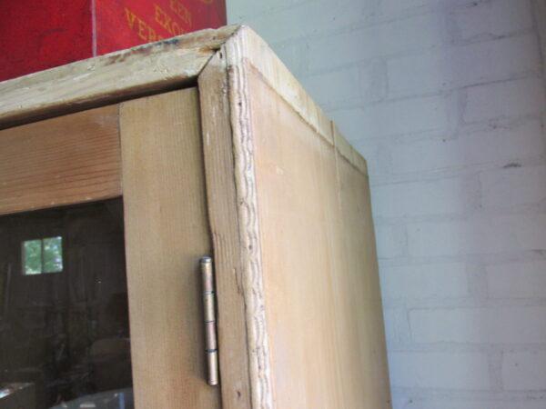Antieke grenen 3 deurs keuken kast met lades