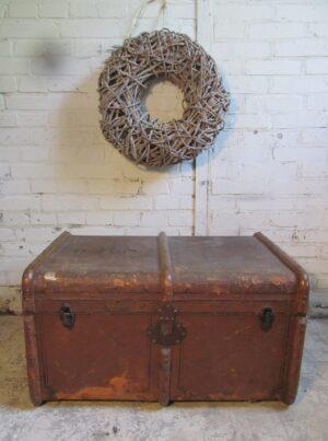 Antieke bruine hutkoffer