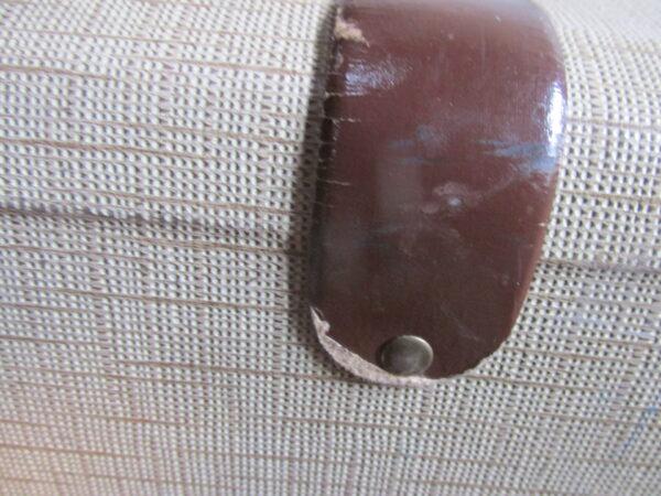 Oude koffer, beige tweed 61.5 x 4. cm