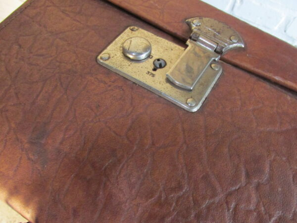 Grote oude leren koffer, 81.5 x 52 cm
