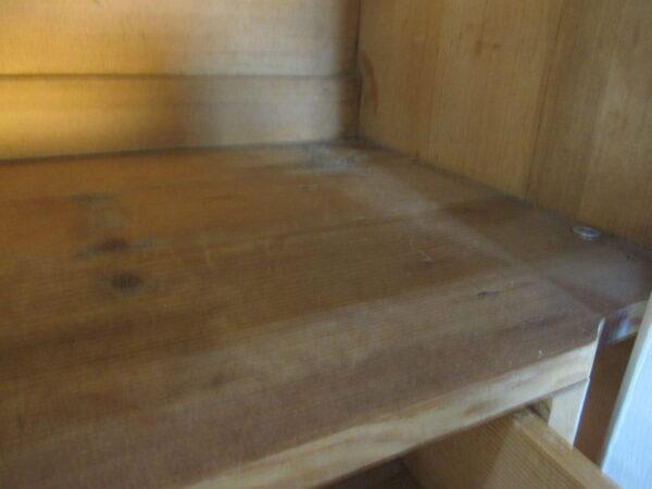 Antieke witte kuifkast van grenen