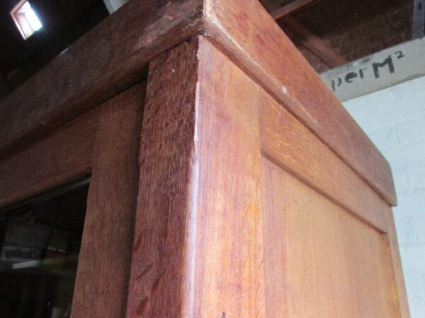 Antieke eiken schoolkast met schuifdeuren