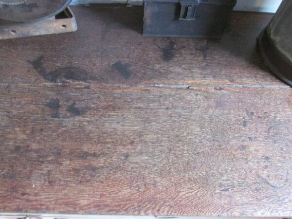 Antieke eiken sobere ladekast uit 1800