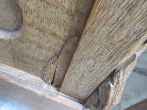 Oude groene hutkoffer, metaal met 3 houten baleinen