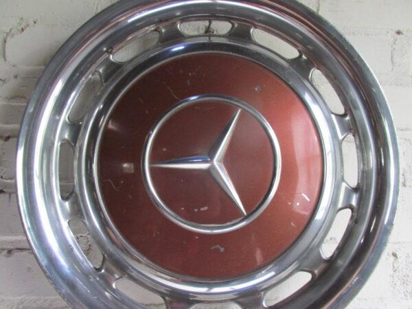 Oldtimer wieldop Mercedes in het bruin