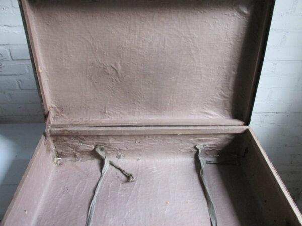 Oude zwarte koffer  71 cm x 48 cm