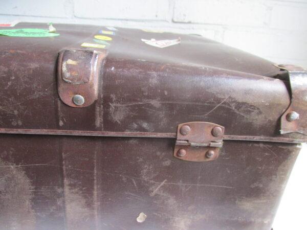 Oude bruine koffer  75 cm x 45 cm
